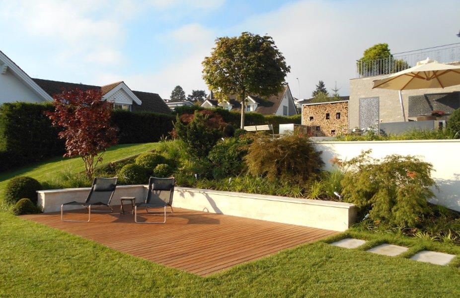 gartengestaltung terrasse holz europeaid garten dekoo natursteinarbeiten und sichtschutz. Black Bedroom Furniture Sets. Home Design Ideas